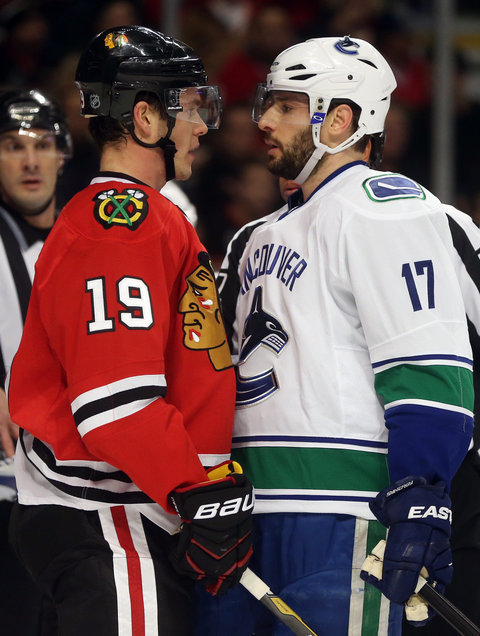 chi-photos-blackhawks-vs-canucks-20131220-006