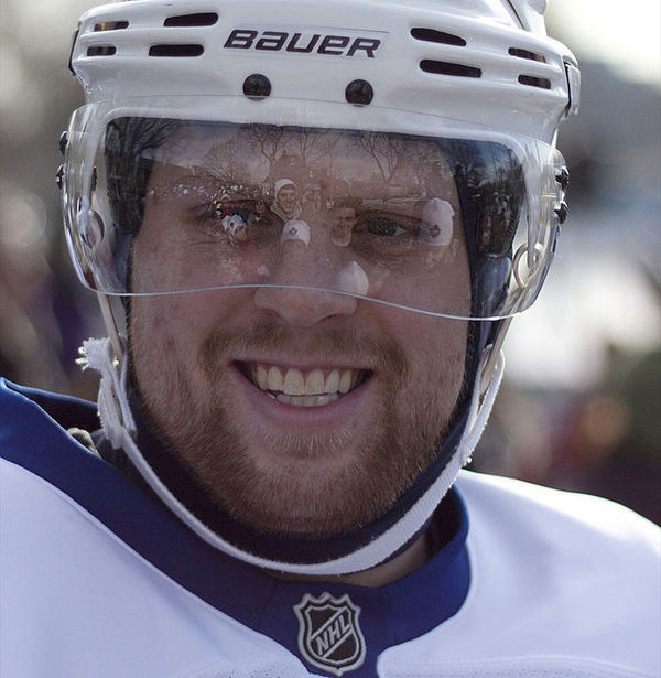 640px-Phil_Kessel_smiles_for_the_crowd_Toronto_Ontario_2010