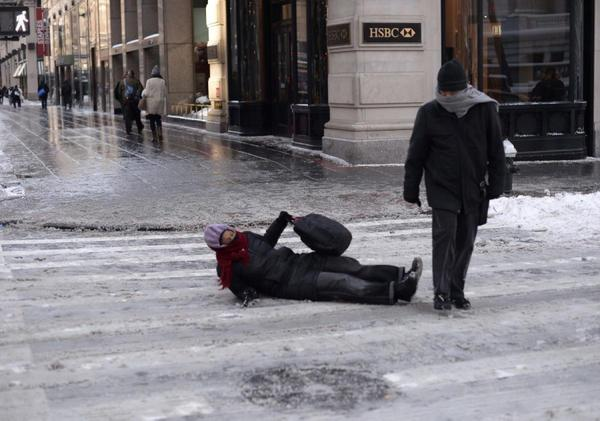 pedestrians-falling-ice-new-york-city