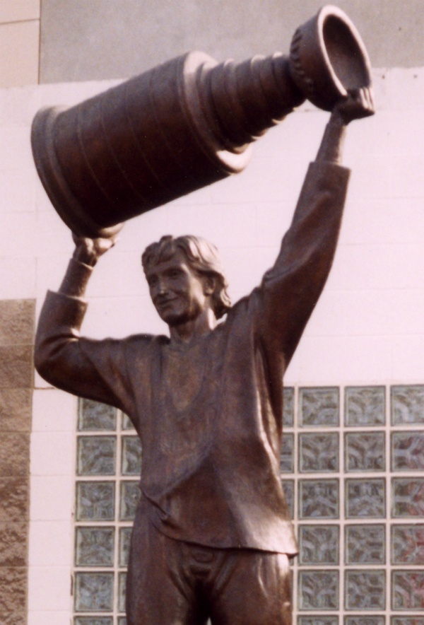 Gretzky_statue_cropped