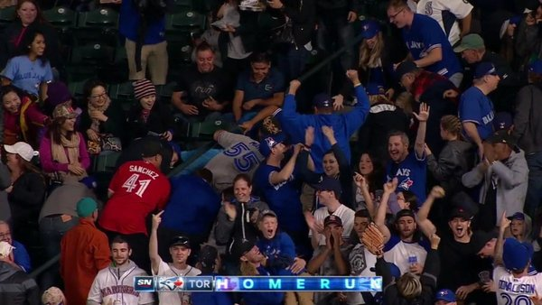 A Michael Saunders home run ball lands in Seattle